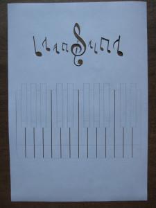 pianino_shablon_iz_bumagi_1